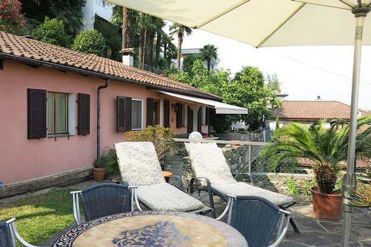 Ferienhaus in Garten mit Seesicht - Brissago - Casa