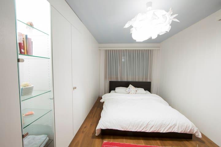 Room in Villa with Swimmingpool - Niederhasli - Casa