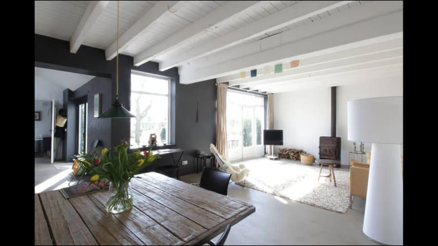 Airy light home in stunning nature - Neerijnen - Rumah