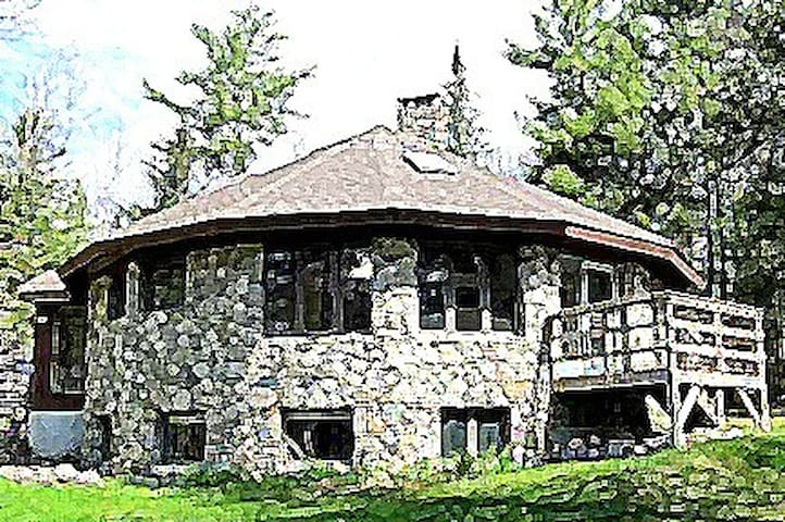 The Round House on 53 Private Acres - Swanville - Hus
