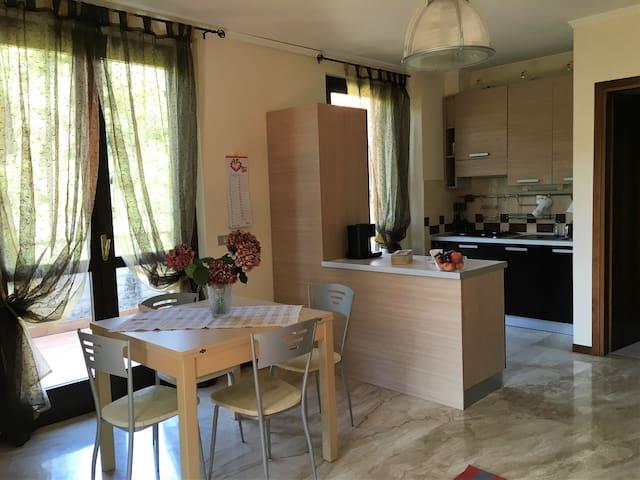 Cozy studio flat nearby the city centre - Brescia - Apartamento