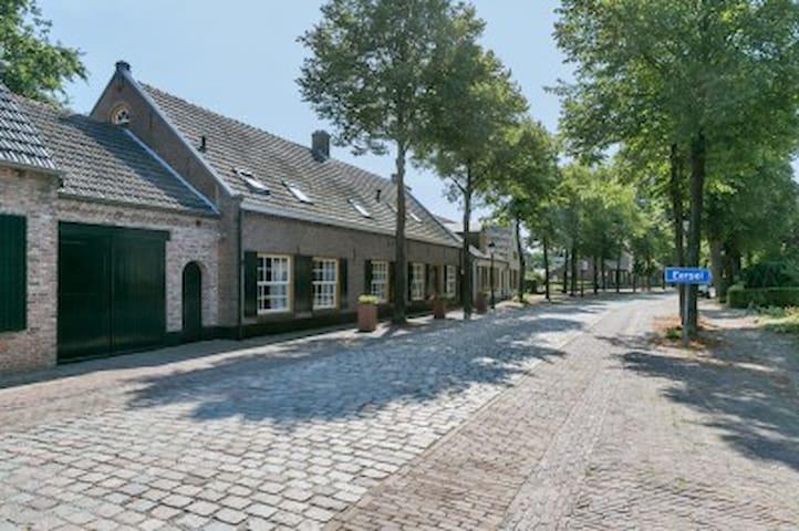Farmhouse 2 rooms, private bathroom,private garden - Eersel