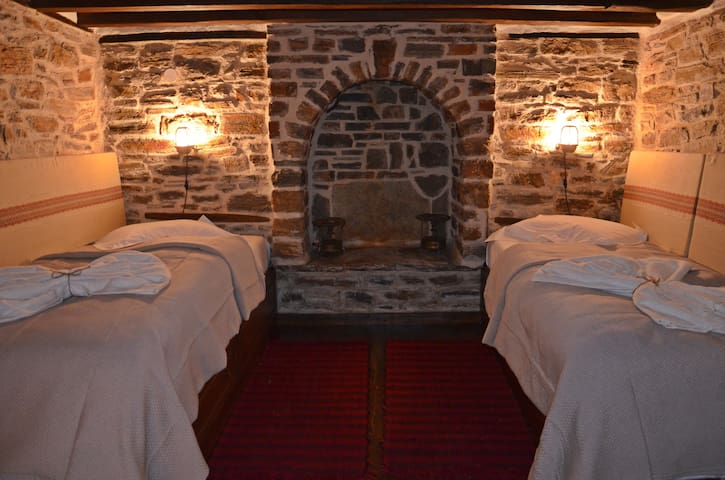 Fyloma #2 - Traditional guesthouse in Pelion - Magnisia - Bed & Breakfast