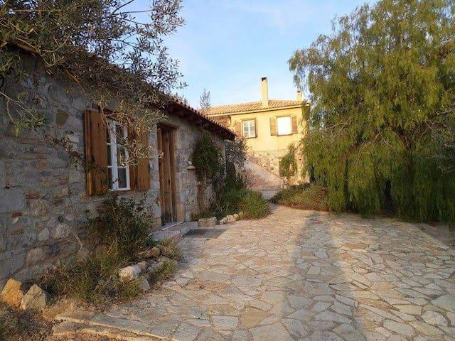 Μικρό σπίτι στην εξοχή - Nafplion - Hus