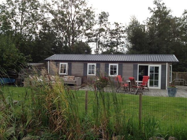 Cottage on waterside in Friesland - Grou - Cabaña