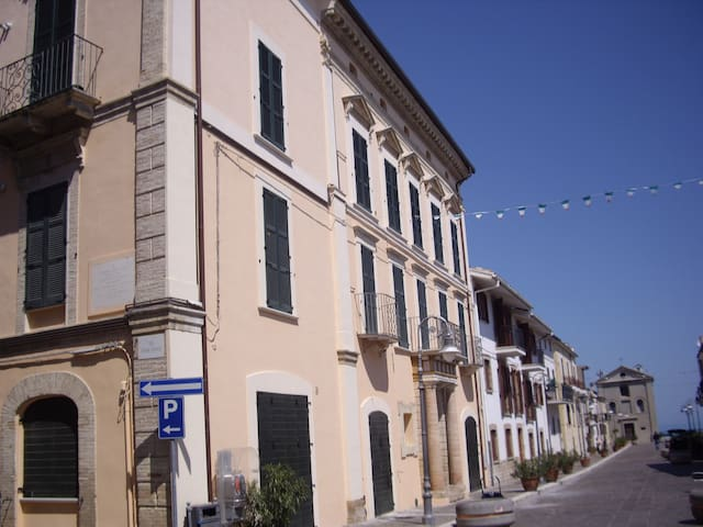 Beautifully restored one bedroom apartment seaview - San Vito Chietino