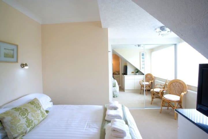 Watersedge Guest House-Fishermans Rest - Barton on Sea
