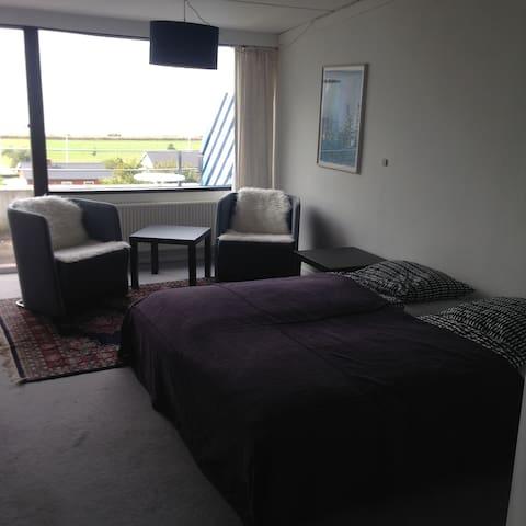 Ferie Lejlighed med 500 m. til by og strand. - Ebeltoft - Apartamento