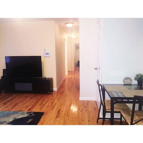 Uptown NYC 1-Bedroom Apartment - Бронкс - Квартира