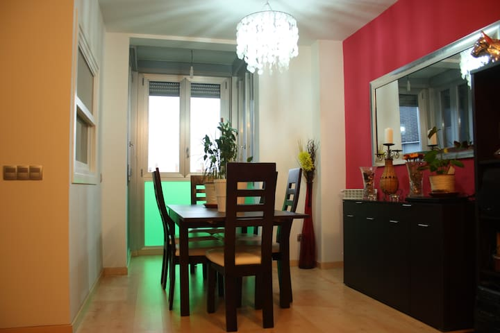 Cozy apartment very close to Madrid downtown - Torrejón de Ardoz - Huis