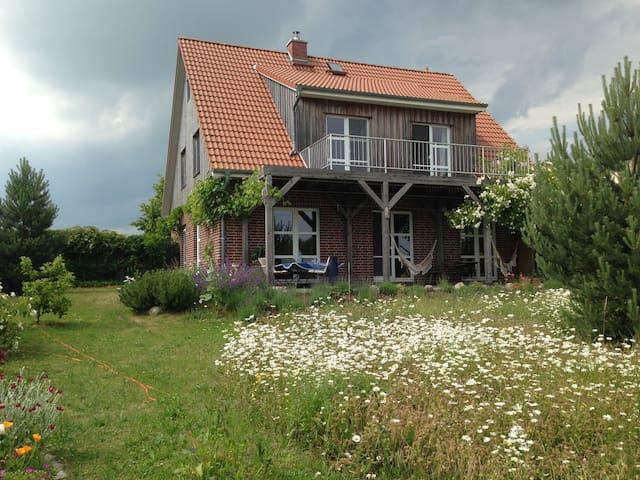 Wunderbares Haus mit Seeblick und Kamin - Klink - Talo