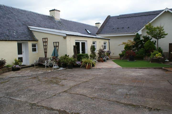 Large Traditional Scottish Farmhouse - Minishant - Haus