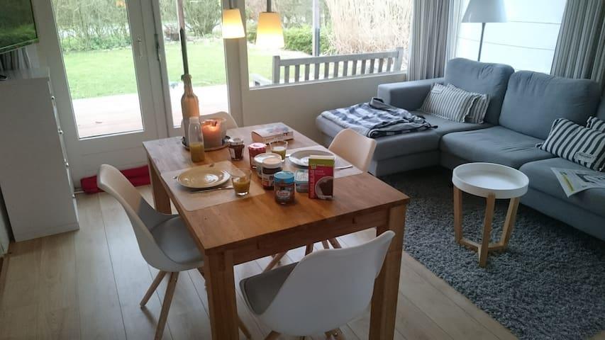 Bungalow mit großer Terrasse und großem Garten - Brouwershaven - Apartemen