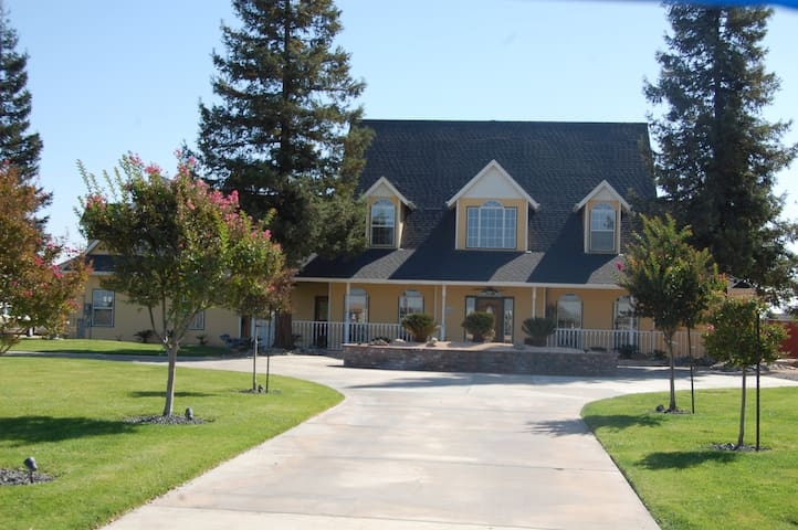 CUSTOM COLONIAL COUNTRY HOME ESTATE - Oakdale - Hus