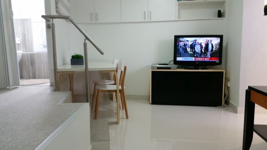 self contained studio appartment - Earlwood - 公寓