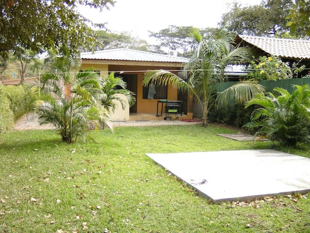 House w yard,300 meters from beach - Coco - Maison