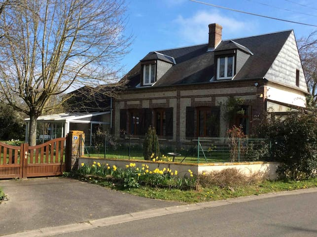Charming farmhouse in quiet town near Evreux - Saint-Luc - Ev