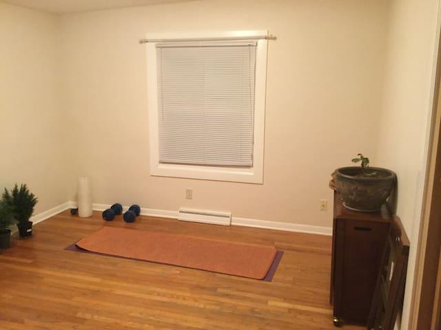 Quiet Private Room Near Dowtown Urbana - Urbana - Hus