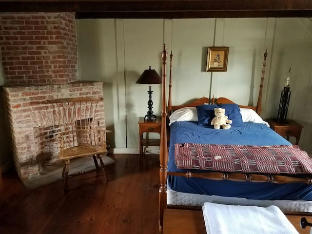 Beautiful Historic Colonial by park - Mount Laurel - Hus