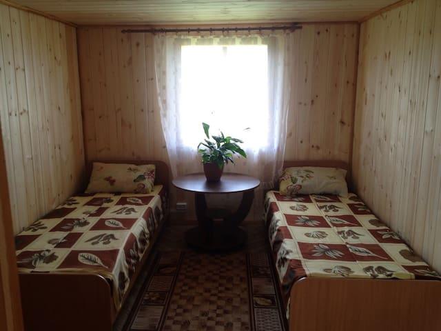 Кровать в общей номере. - Хужир