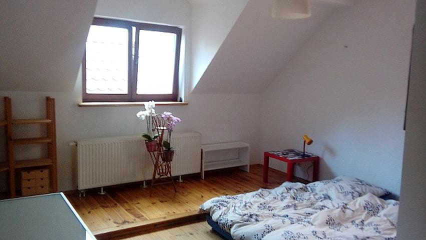 seperate floor for you in Warsaw, up to 5 persons - Varsóvia - Casa