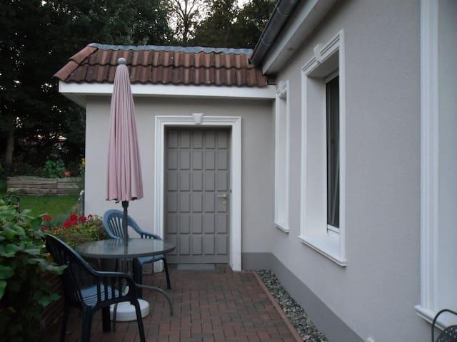 Appartement mit Küche und Bad, sep. Eingang. - Hemmoor - Lägenhet