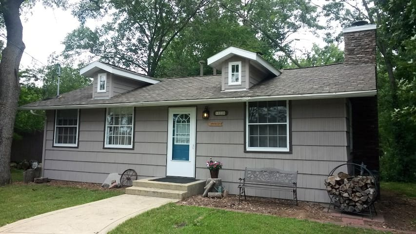 Sandwood WI River-2 night/long stays, pets welcome - Mazomanie