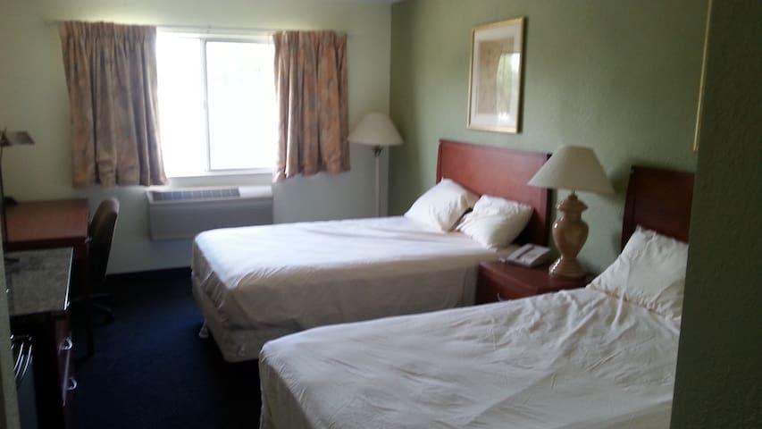 Riverwalk Inn Hotel Room 109 - 2 Double Beds - Fort Atkinson - Departamento