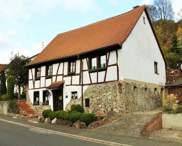 Cozy tradtional half-timbered house - Hintertiefenbach - Casa