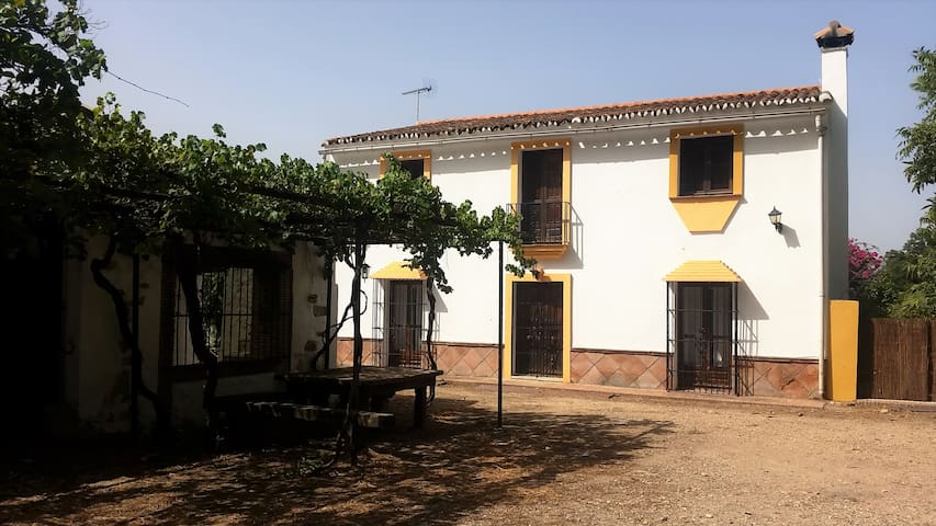 Naranjos farm house and river - San Pablo de Buceite - Huis