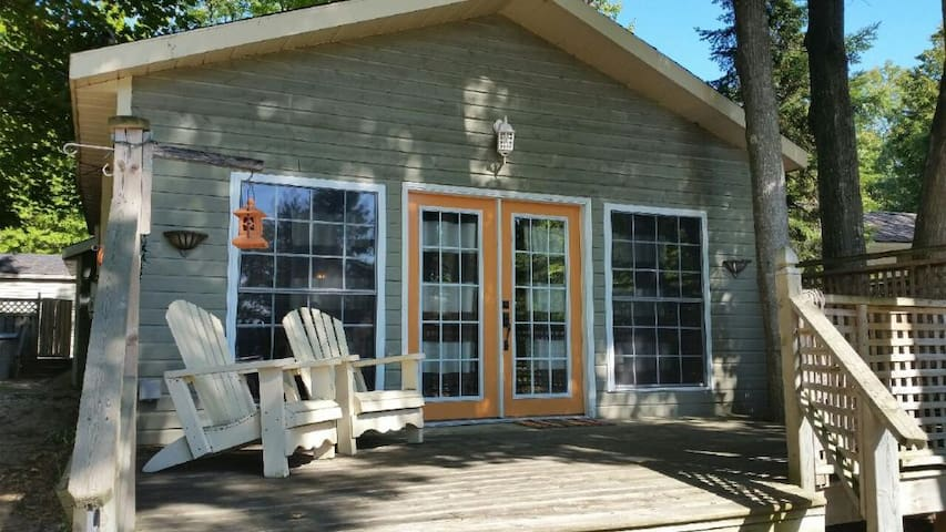 Cozy Cottage close to the Beach! - Tiny - Hytte