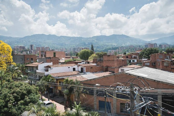Nice bed + good internet + close to Metro - Envigado