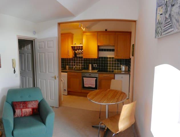 Lovely little flat in Grade II Listed building - Брадфорд-он-Эйвон - Квартира