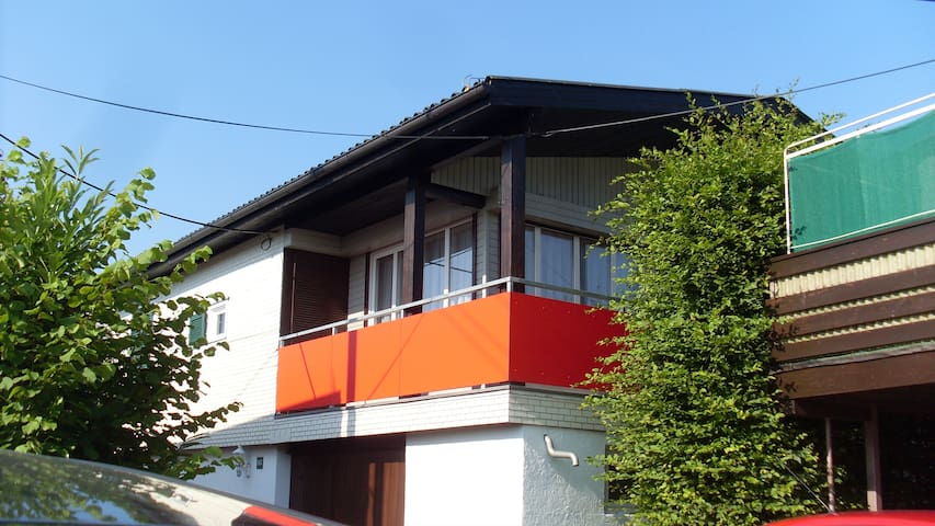 Gemütliches Ferienhaus mit Balkon am Bodensee - Hard - Lägenhet