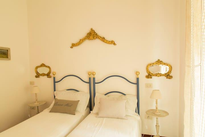 """Bed & Breakfast """"Le Vigne"""" - Ozzano dell'Emilia - Bed & Breakfast"""