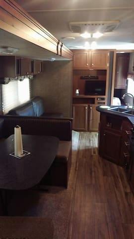 Luxurious New Camper Rental - Афины - Дом на колесах