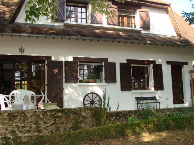 Chambre paisible chez l'habitant proche du RER C - Marolles-en-Hurepoix - Casa