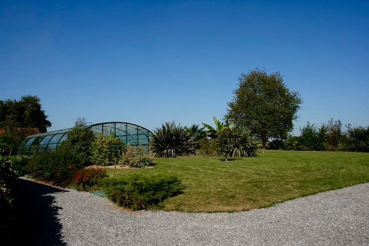 Gîte ma Plénitude, piscine réservée aux voyageurs - Massérac - Huis