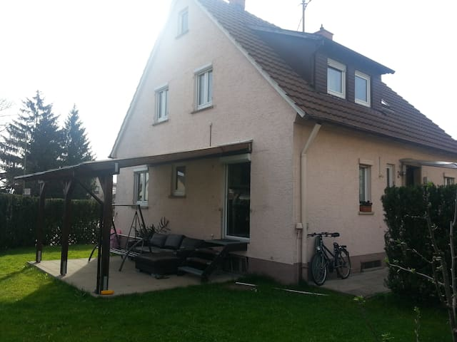 private room close to Stuttgart/ Ludwigsburg - Asperg - Huis