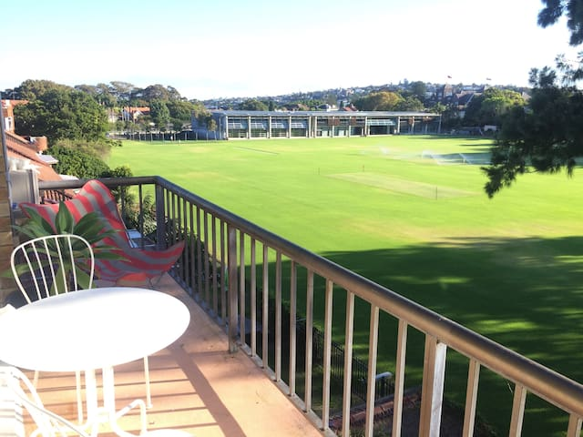 Light and bright 1 bedroom unit in sunny Rose Bay - Rose Bay - Departamento