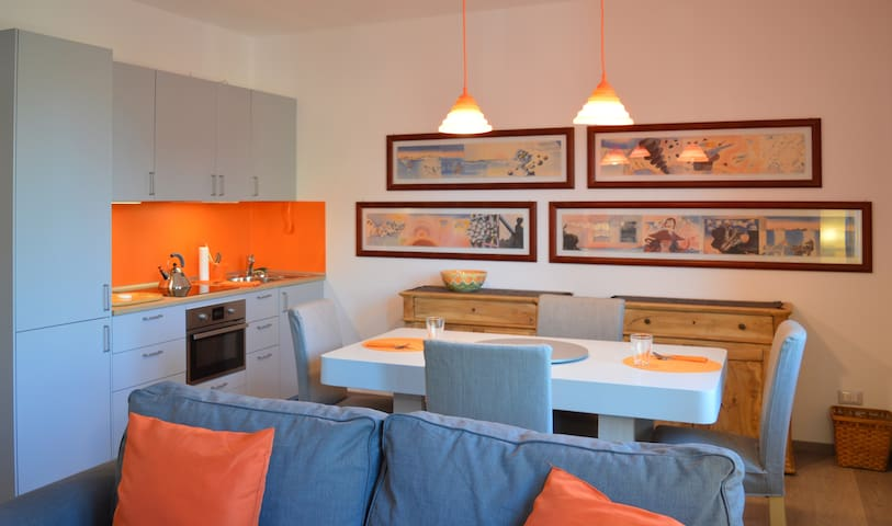 THE ORANGE APARTMENT: 2 MIN FROM THE LAKE GARDA - Salò - Apartemen
