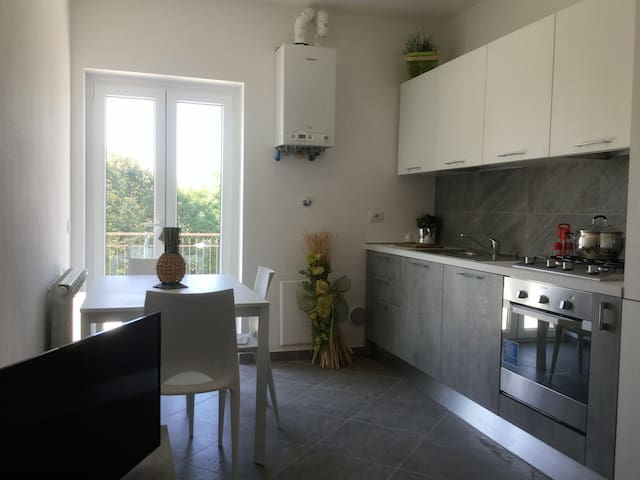 NEW APARTMENT NEXT TO THE AIRPORT AND SERVICES - Samarate - Byt