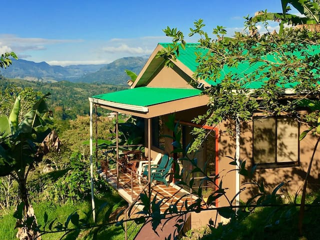 Cozy Cottage with View in Turrialba - Turrialba  - Chalet
