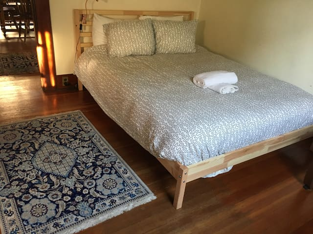 Private room&bath/Historic house/4 blocks to OSU - Corvallis