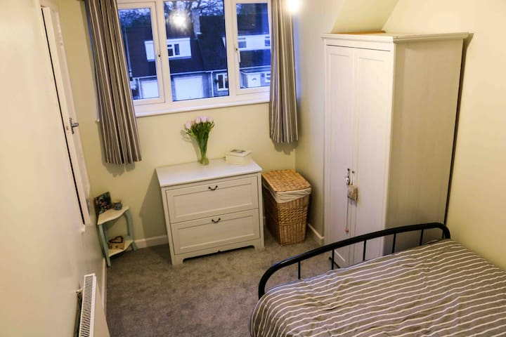 Private room in a delightful countryside location - Upper Basildon, Reading - Huis