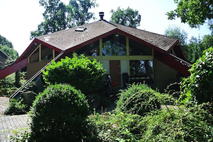Beautiful, spacious villa on central location - Eerbeek - Βίλα