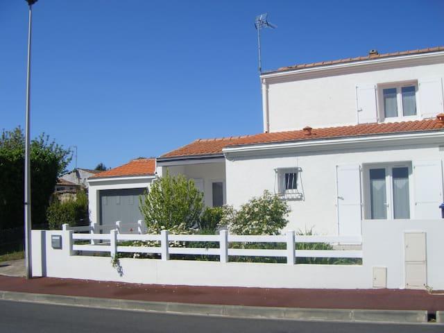 Agréable maison 5 kms de La Rochelle . - Perigny