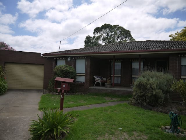 Comfortable family home - Hoppers Crossing