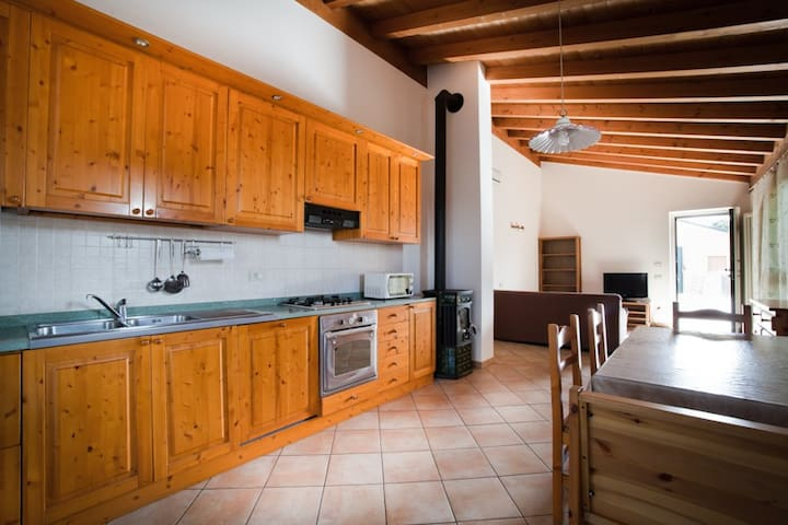 Cozy apartment near Gardaland and Garda lake - Salionze - Byt