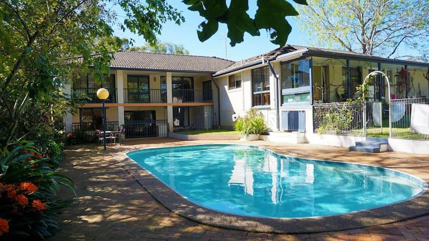 2 bedroom & kichen  flat 700m from Hornsby station - Hornsby - Casa